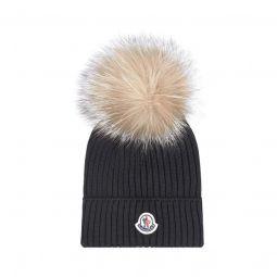 Woollen hat with a fur bobble
