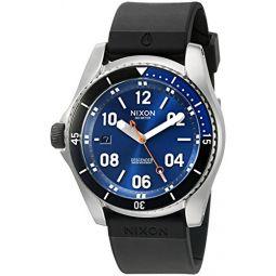 Nixon 남성용 A9601258-00 하위 스포츠 아날로그 디스플레이 스위스 쿼츠 블랙 시계