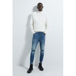 NEW TAPERED FIT RIPPED JEANS
