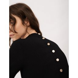 120MANU Sweater with fancy buttons in the back